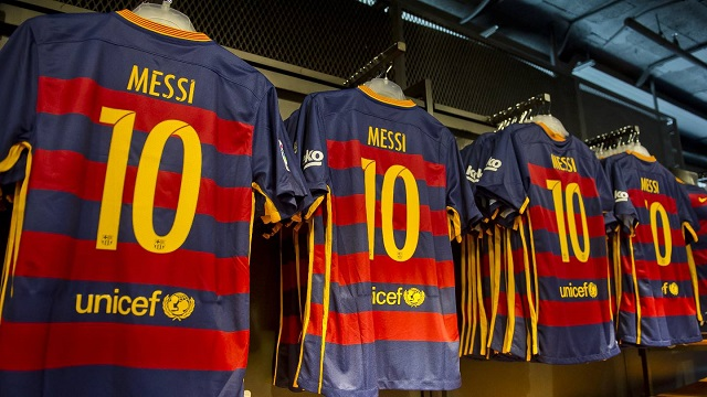 """""""Барселона"""" продала больше всего футболок в сезоне 15/16"""