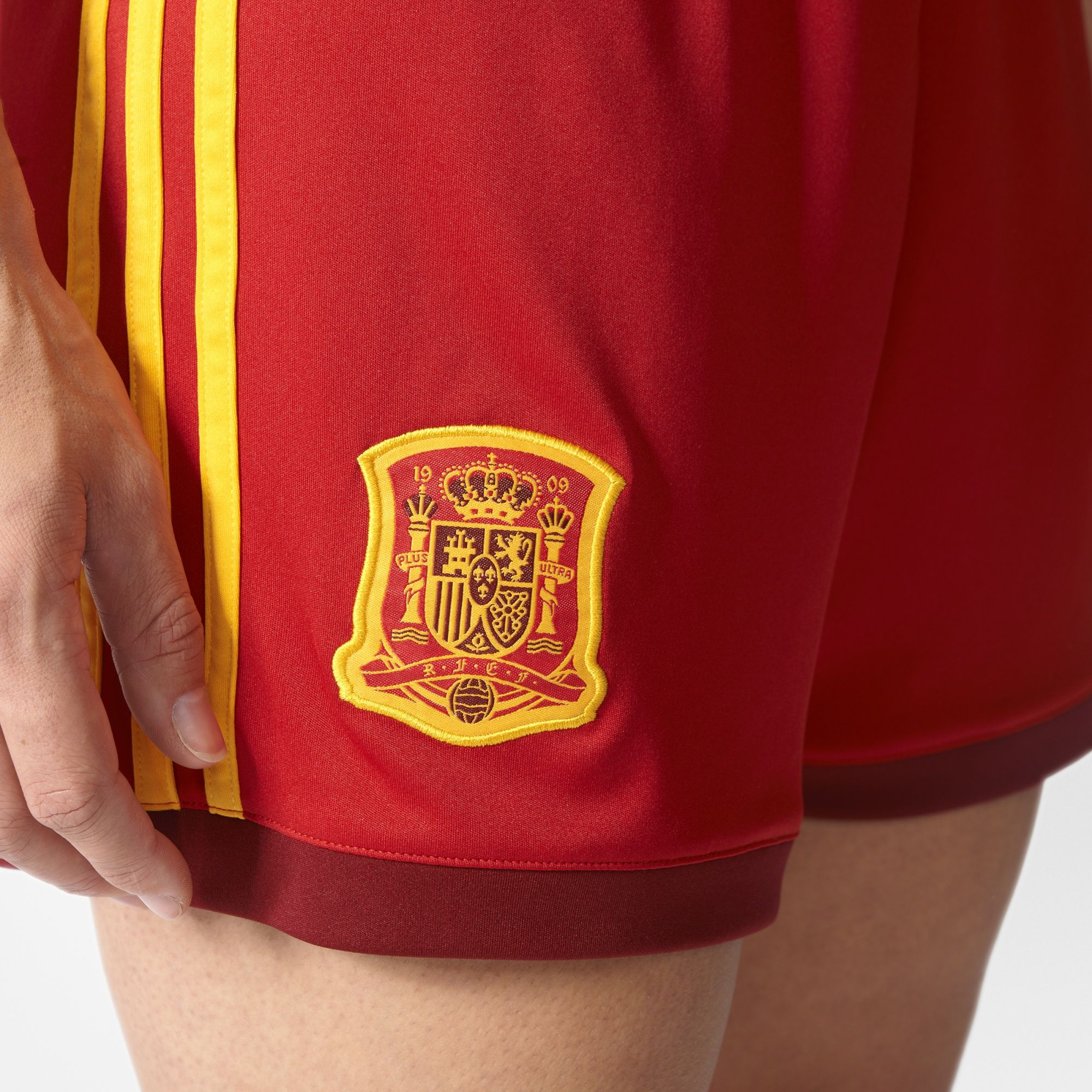 Домашняя форма женской сборной Испании 2017 Домашняя форма женской сборной  Испании 2017 ... 9a130e179bf