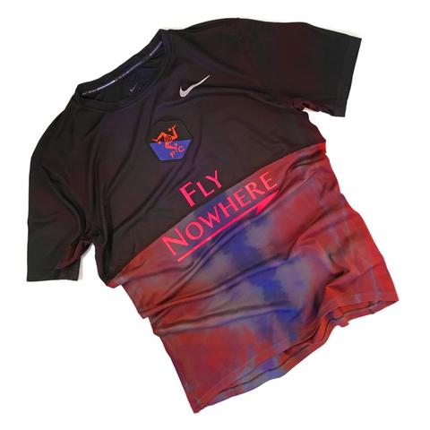 Это редкая футболка Nowhere FC из лимитированной коллекции.