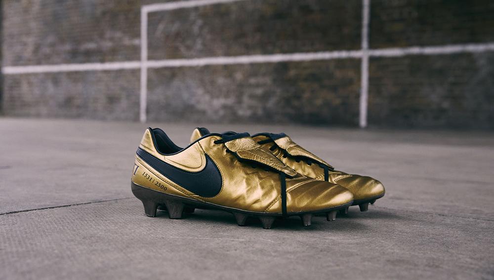 2: Nike Tiempo Legend 7 Totti X Roma